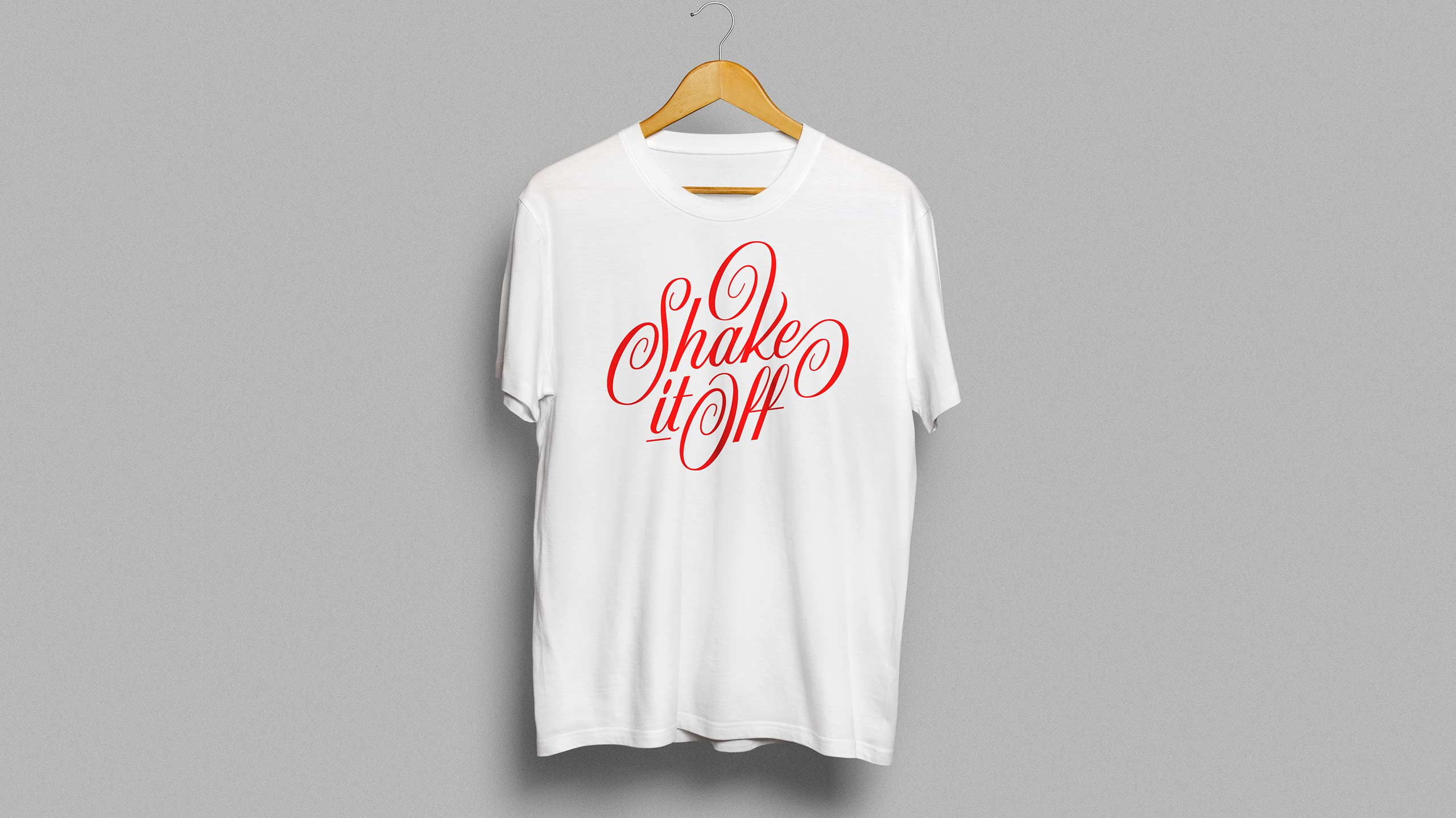 "T-shirt with ""Shake it off"" lettering."